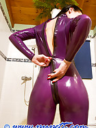 Dressing in latex