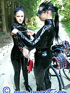Outdoor ponyplay, pic 1