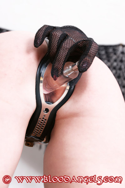 How to Prepare and Ware a Neosteel Chastity Belt With Anal